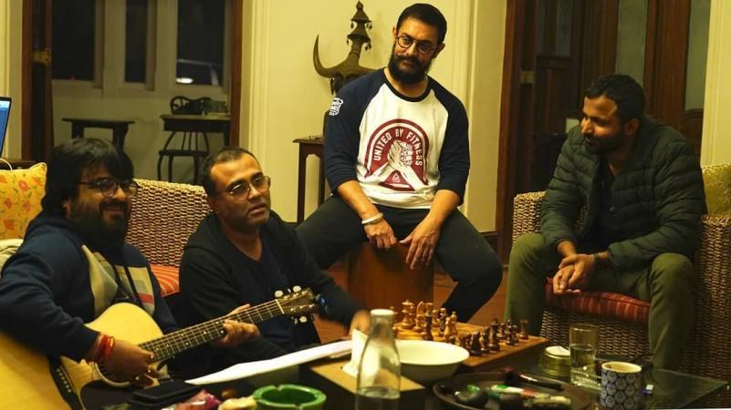 Aamir Khan con músicos de Laal Singh Chaddha