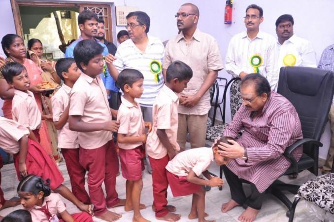 SPB en el orfanato de Raghava Lawrence