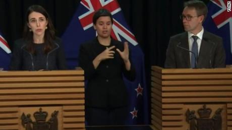Nueva Zelanda fue aclamada como líder mundial en el manejo de Covid-19. Ahora se trata de un nuevo brote