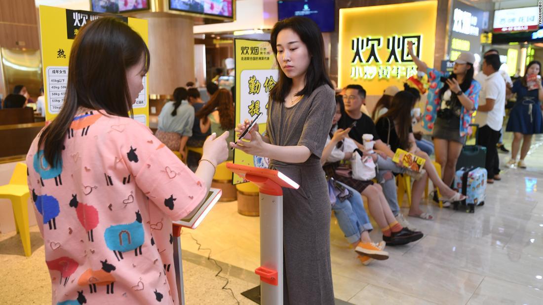 Una cadena de restaurantes en China sopesó a los comensales para determinar cuánta comida debían comer