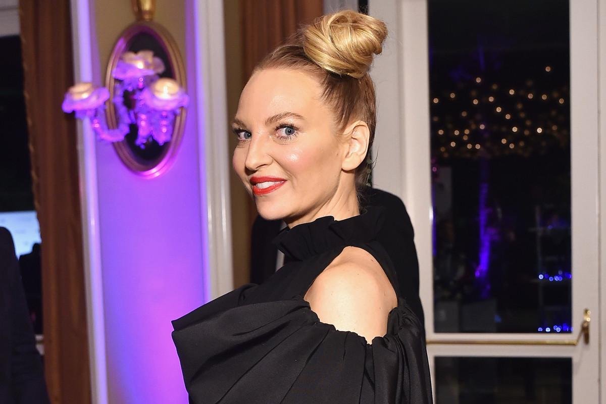 Sia lamenta haber hablado de los hijos adoptivos después de revelar que es abuela