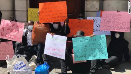 Protestas en la oficina de la Alta Comisión de Nigeria en Londres.