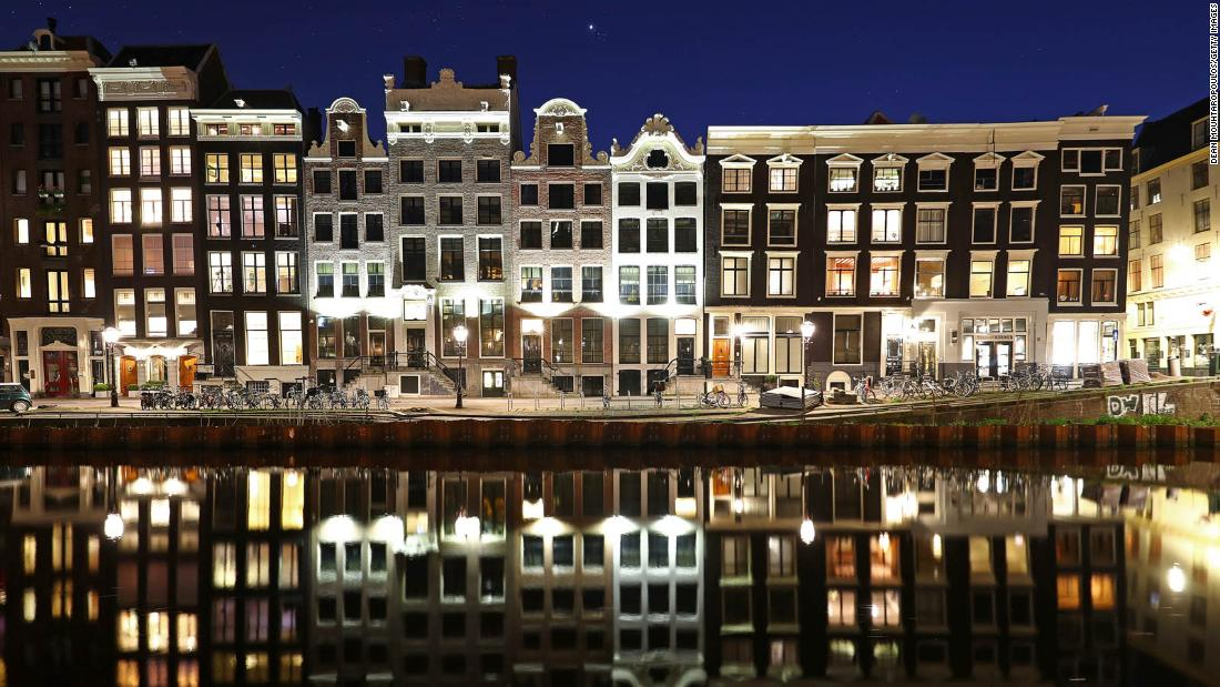 Amsterdam ha estado colapsando durante años.  Ahora está pagando el precio