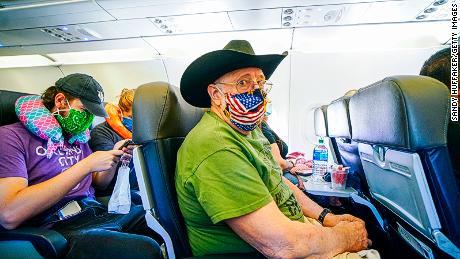 Las aerolíneas hicieron que los viajeros se sintieran cómodos volando nuevamente una vez antes, pero el 11 de septiembre y un virus son muy diferentes
