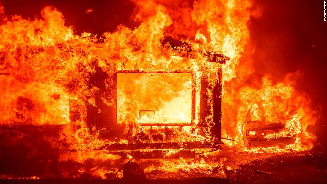 El incendio de Vacaville es uno de los 23 incendios más importantes que estorban los recursos de extinción de incendios del estado