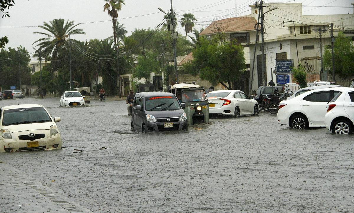Karachi (Pakistan), July 6, 2020 (Xinhua) -- Vehicles run through a flooded road in the heavy monsoon rain in southern Pakistani port city of Karachi, on July 6, 2020