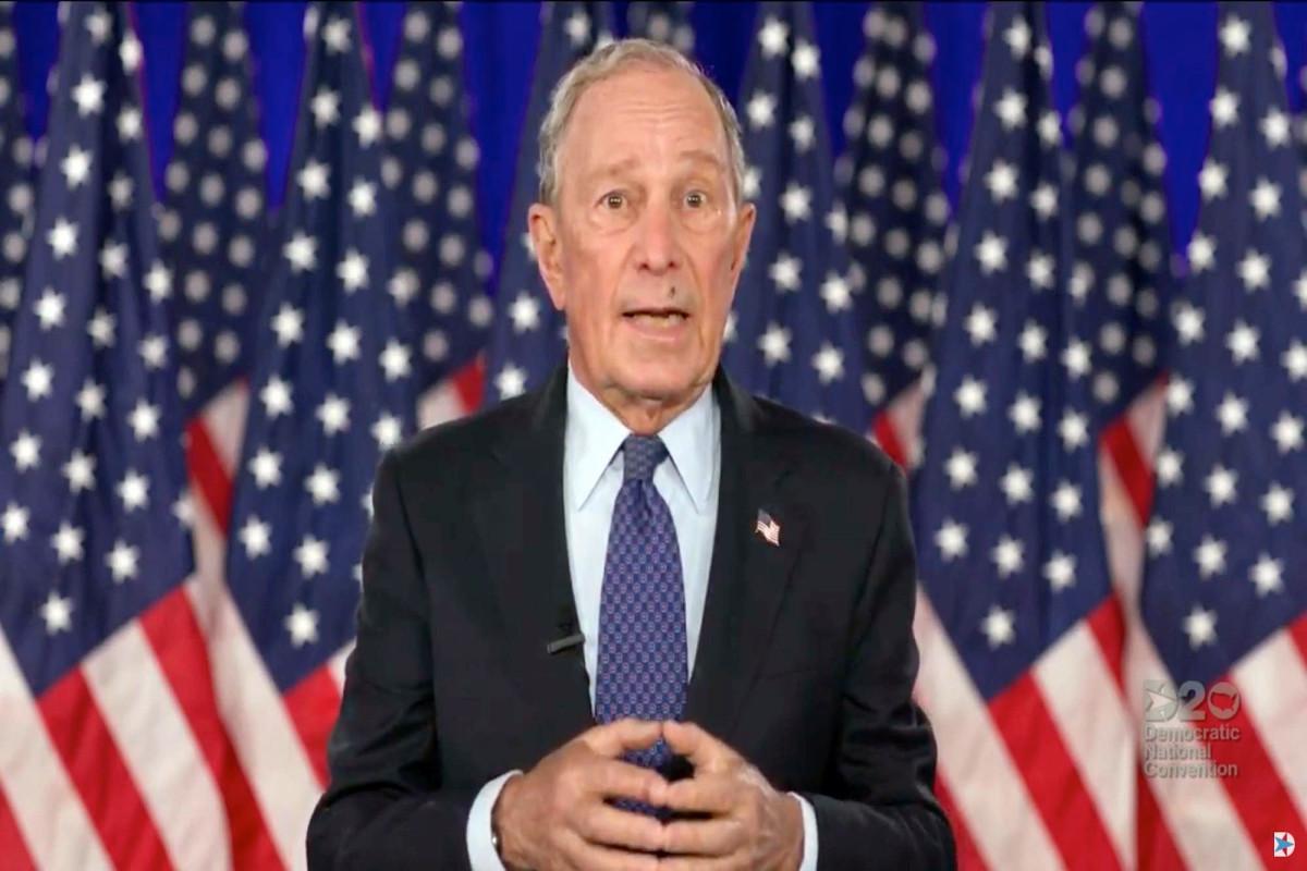 Fly aterriza en la cara de Michael Bloomberg durante el discurso de DNC