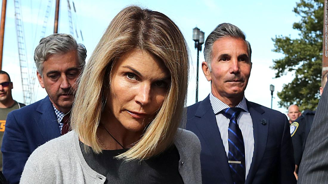 Lori Loughlin and husband agree to plead guilty