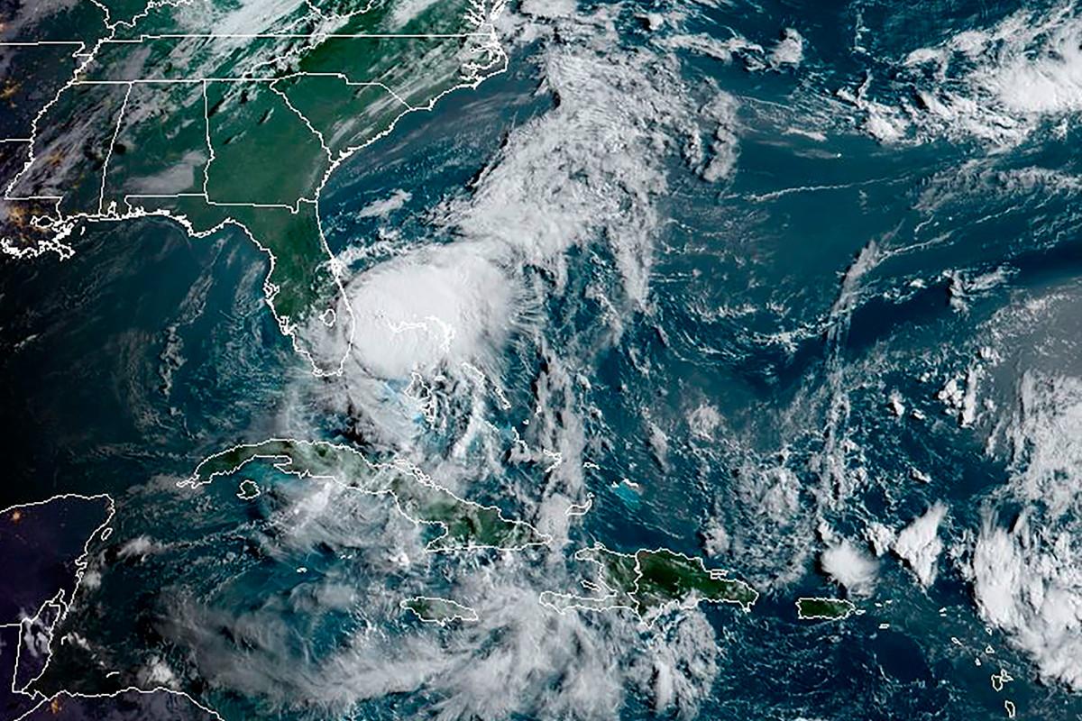 Área de tres estados bajo vigilancia de tornado antes de la tormenta tropical Isaias