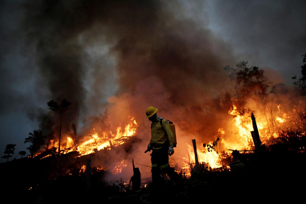 Bolsonaro dice que los crecientes incendios en el Amazonas son una 'mentira'