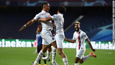 Paris Saint-Germain anotó dos goles al final para reservar su lugar en las semifinales.