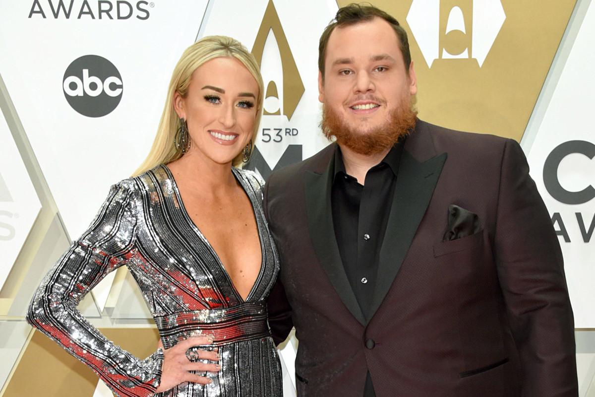 El cantante de country Luke Combs se casa con la prometida Nicole Hocking en Florida