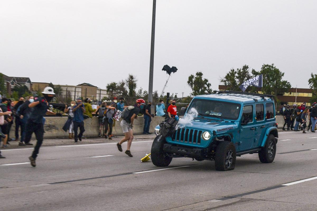 El jeep que atravesó la protesta de BLM se perdió en el camino al aeropuerto: pasajero