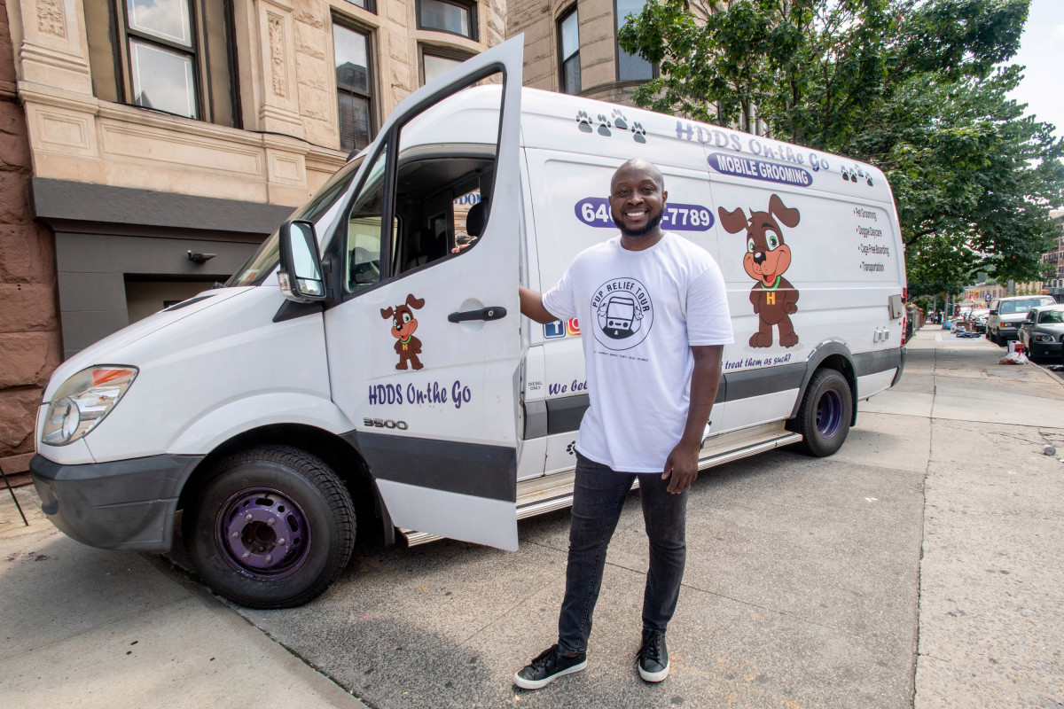 El peluquero de Harlem toma un negocio en el camino para vencer la caída de COVID-19