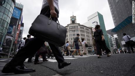 La cultura japonesa del trabajo de por vida ha sobrevivido a guerras, terremotos y ahora a una pandemia