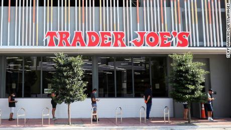 Trader Joe & # 39; s, respondiendo a las demandas de cambiar su empaque, dice que las etiquetas de los productos no son racistas