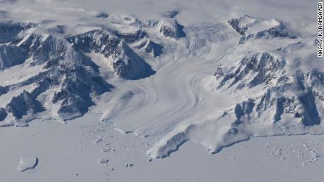 El calentamiento del océano está causando la pérdida masiva de la capa de hielo en Groenlandia y la Antártida, muestra un estudio de la NASA