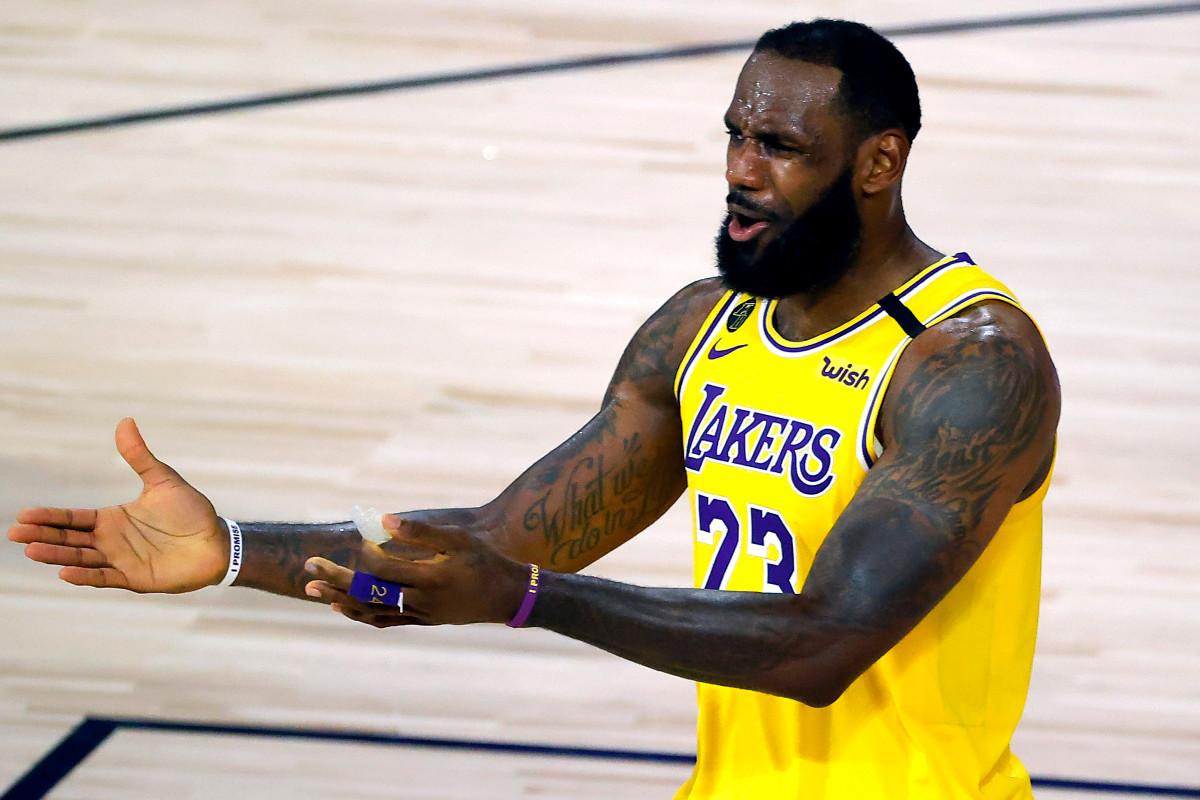 LeBron James insinúa un misterioso problema de los Lakers 'fuera de la cancha'
