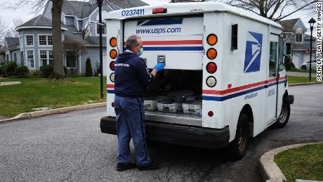 El servicio postal advierte a casi todos los estados que es posible que no pueda entregar las boletas a tiempo según las reglas electorales actuales